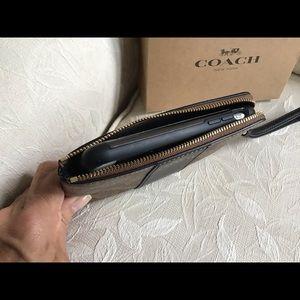 Coach Bags - NWT Coach Signature Center zipper wristlet